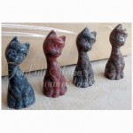 KR-039, Granite cat figurines