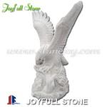 KE-163, Escultura del águila del granito