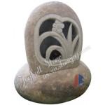GL-176, River stone lantern
